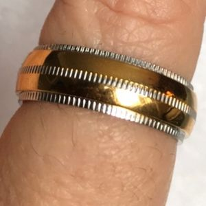 Other - Men's two tone ring size 10